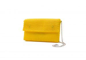 Bolso clutch amarillo sobre