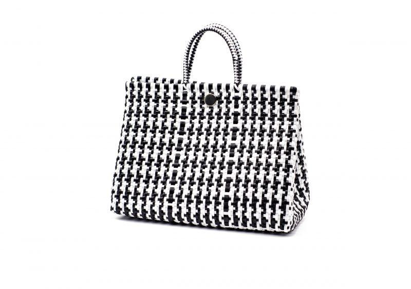 Bolso shopper estampado vichy , blanco y negro, accesorios 2020. moda, fashion, artesanía, hecho en méxico