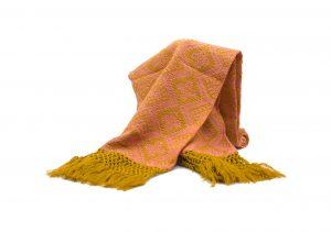Foulard de invierno mostaza y coral